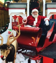 I told the big guy himself what I want this year for #Christmas! Have you? #heshere #santa #Rudolph #photos #blackfriday #giftwithpurchase 🎄Visit northgatemall.ca for photo shoot 📸 schedule and pricing!